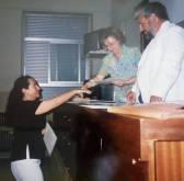 Entrega de diplomas del curso de Grafística y Documentoscopia en la Universidad de Medicina Legal de Valencia en 1999